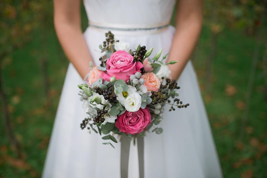 Joli bouquet de mariée dans les vignes