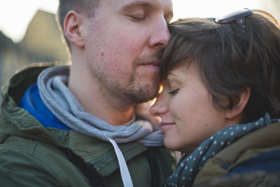 le couple s'enlace quai de la poissonnerie a colmar